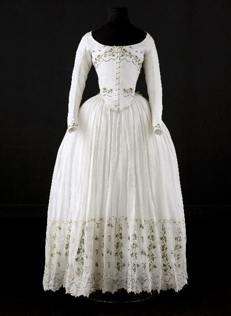 Caraco and petticoat, said to have been worn by Madame Élisabeth (1764-1794), ca. 1789, Cotton, embroidered with grape vines, Palais Galliera, Musée de la Mode de la Ville de Paris