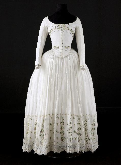 Caraco and petticoat, said to have been worn by Madame Élisabeth (1764-1794), ca. 1789, Cotton, embroidered with grape vines, Palais Galliera, Musée de la Mode de la Ville de Paris