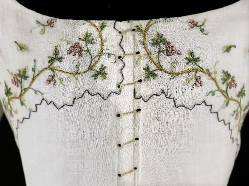 Caraco and petticoat, ca. 1789, Cotton, embroidered with grape vines, Palais Galliera, Musée de la Mode de la Ville de Paris
