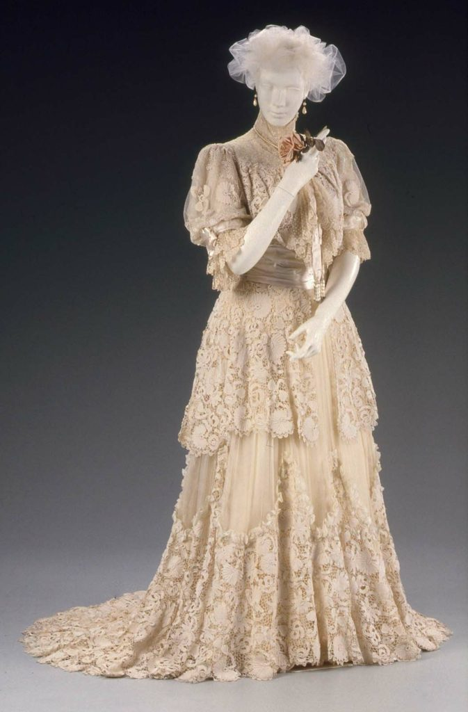 Afternoon dress (identified as a ball gown by the MFA Boston), Designed by Jacques Doucet, About 1910 (more likely 1905), MFA Boston, 1987.635a-b