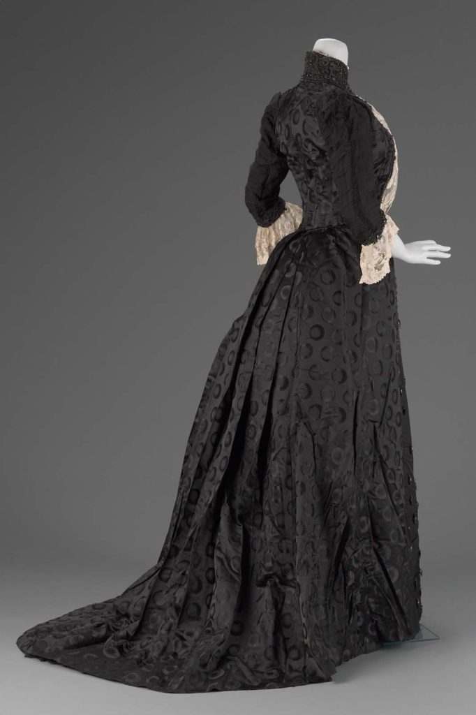 Woman's dress, Emile Pingat, about 1889 MFA Boston, 2003.141.1-2