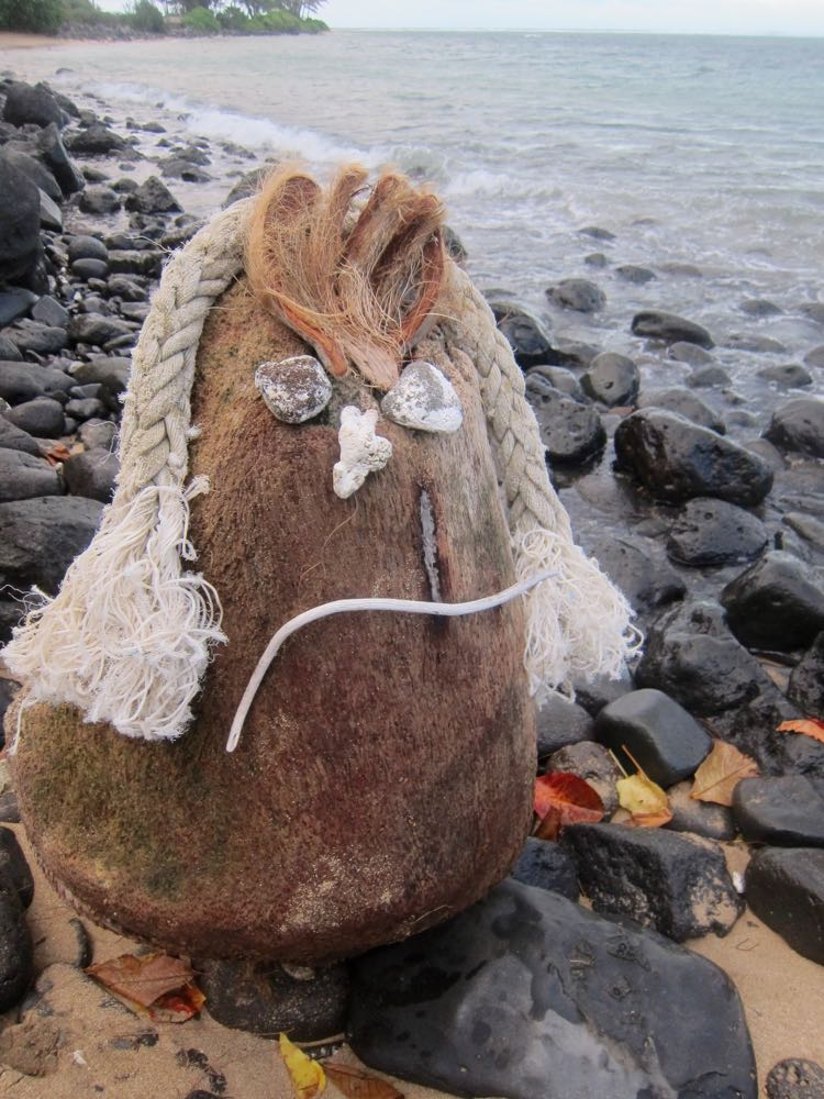 Beach art, Molokai, Hawaii thedreamstress.com