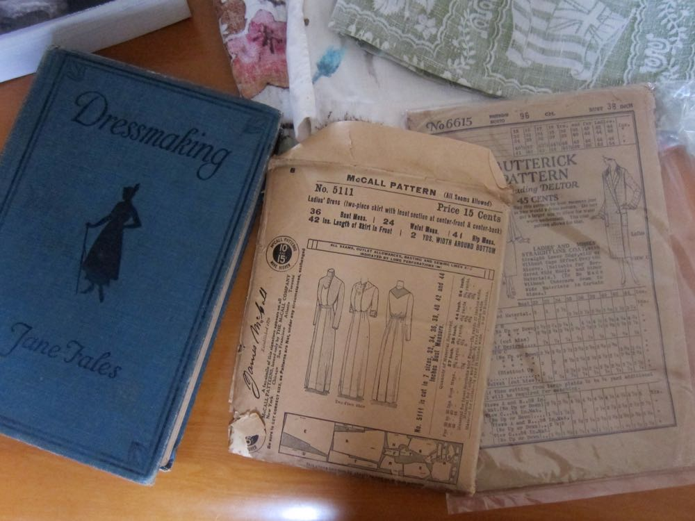 Vintage sewing books and sewing patterns, thedreamstress.com