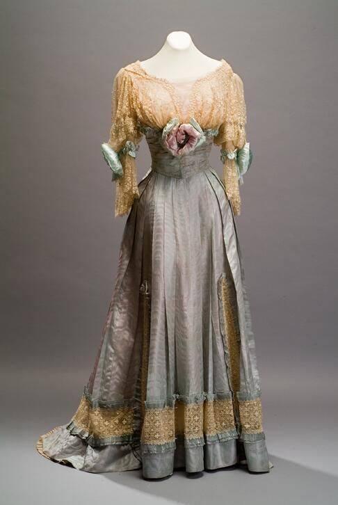 Evening dress, Jacques Doucet, silk and cotton, 1905, Museo de Historia Mexicana