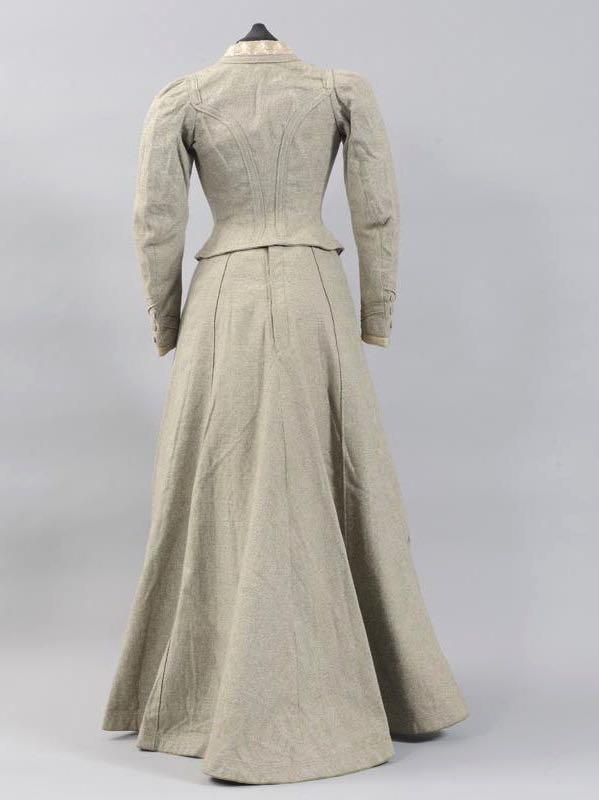 Ensemble with jacket & skirt, ca 1900, Musées départementaux de la Haute-Saône, 1951.4.15.0, via Wikimedia Commons