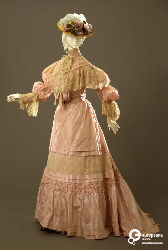 Day dress, silk faille with mechanical lace, ca. 1904-1905, Sartoria Robes & Confections D. E. Carena, Firenze, 00000107, Galleria del Costume di Palazzo Pitti, via Europeana Fashion