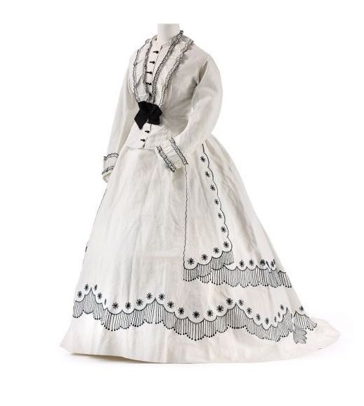 Two-piece summer ensemble, France or England, white cotton, cord binding, black tambour work; Trimmings: ruffle edges, silk, glass; Lining: linen, circa 1866, Stephan Klonk, Kunstgewerbemuseum, Staatliche Museen zu Berlin