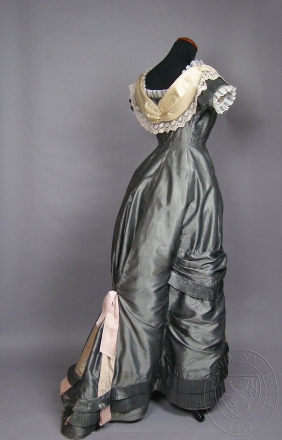 Evening dress, ca. 1880, silk with cotton lining, probably belonged to Mary or Libuši Riegrovo, Museum of Decorative Arts, Prague, H2-193316