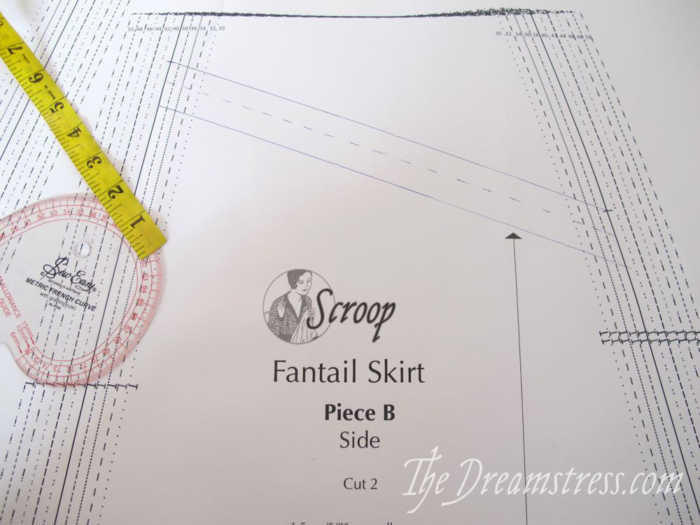 Adding pockets to the Scroop Fantail skirt thedreamstress.com