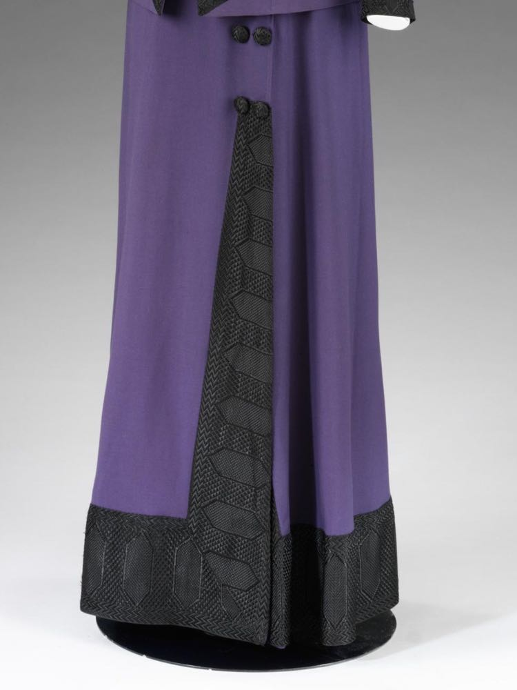 Walking costume, London, ca. 1912, Mascotte, Wool gabardine, lined with silk satin, trimmed with Jacquard-woven silk, metal, © Victoria & Albert Museum, T.43&A-1960