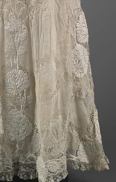 Woman's dress, American, 1905–10, Embroidered cotton with lace inserts, MFA Boston 2007.523