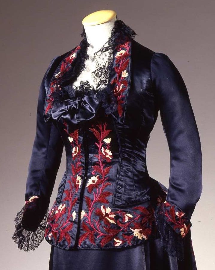 Reception gown, early 1880s, Alice Larrot, silk satin with chenille embroidery, Galleria del Costume Palazzo Pitti, via Eurpeanafashion