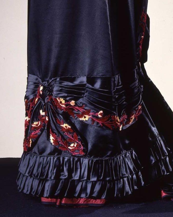 Reception gown, early 1880s, Alice Larrot, silk satin with silk & chenille embroidery, Galleria del Costume Palazzo Pitti, via Eurpeanafashion