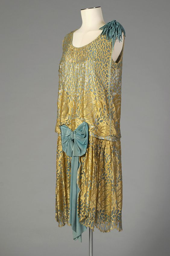 Voided velvet and blue silk evening dress, American, late 1920s, Kent State University Museum 1991.42.104