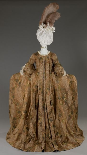 Robe a la francaise, brocaded silk & metal, ca. 1755, Museo de Roma