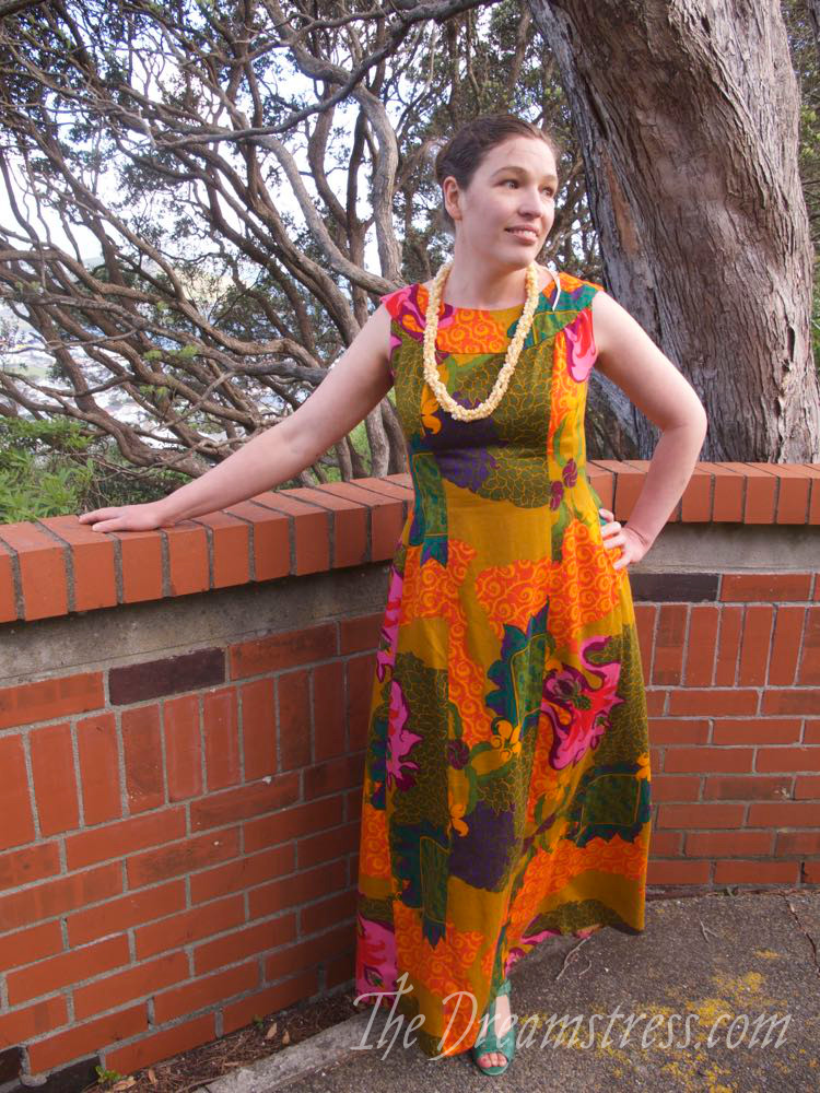 Vintage 1960s Watteau-backed Hawaiian Dress thedreamstress.com