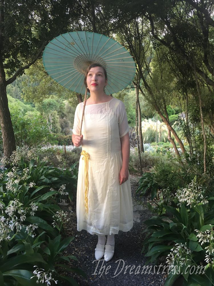 The 1921 Daisies & the Devil's Handiwork dress thedreamstress.com