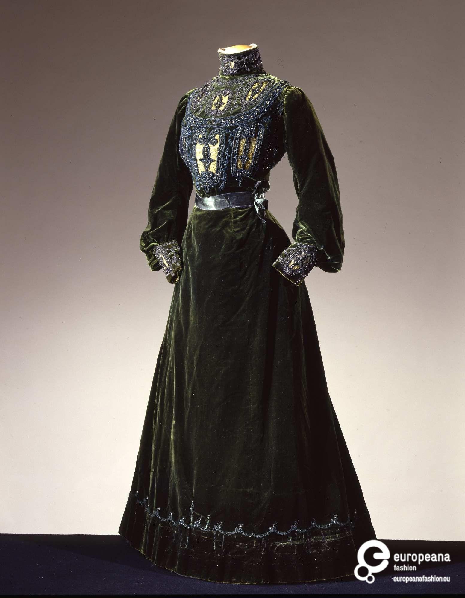 Rate the Dress: Moss Green Edwardian Velvet - The Dreamstress