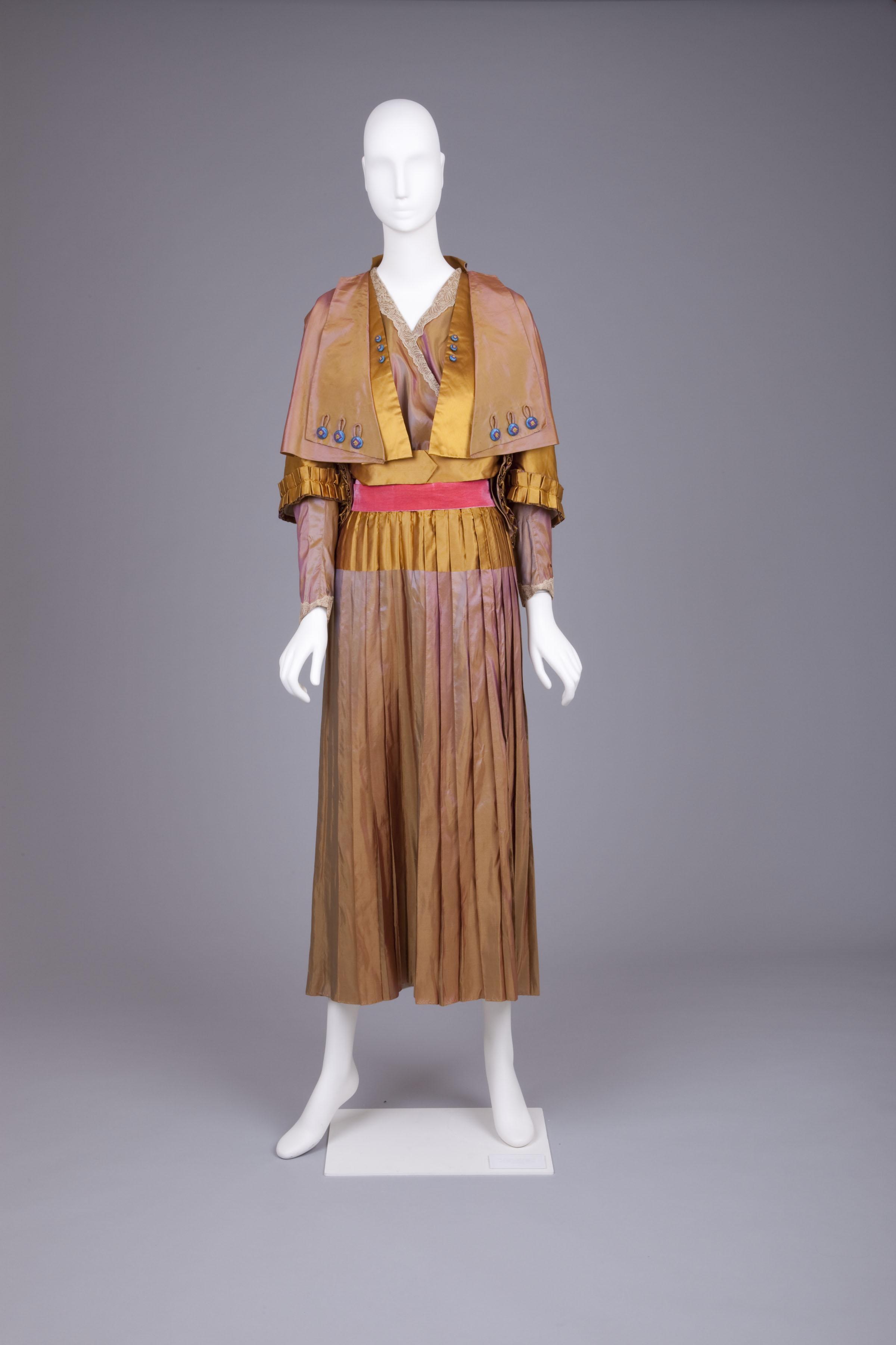Dress, mid-1910s, 'Landum Minneapolis', silk taffeta, Goldstein Museum of Design, 2006.043.006a-c