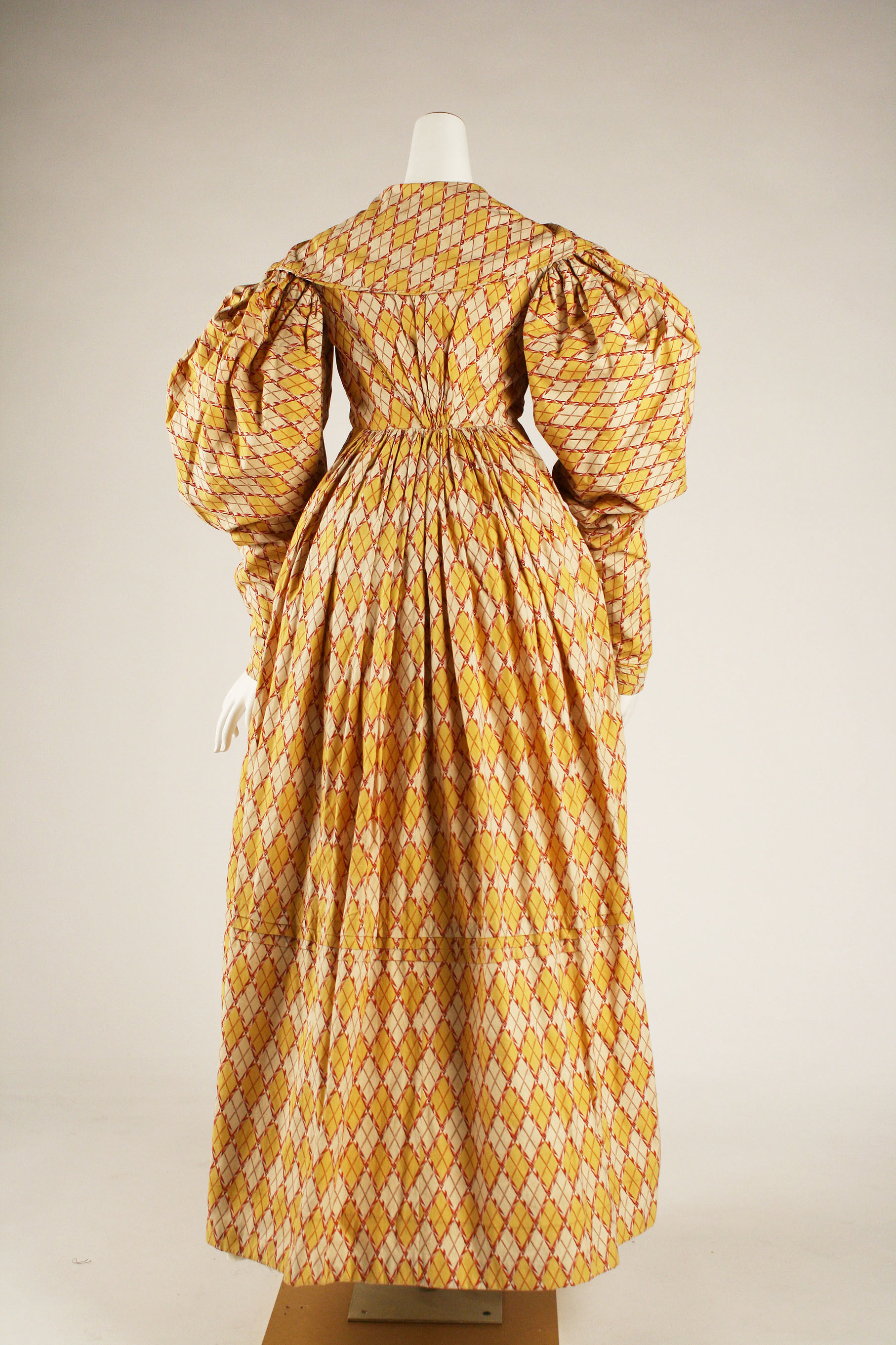 Dress, 1826–27, British, cotton, Metropolitan Museum of Art, 1981.12.1a, b