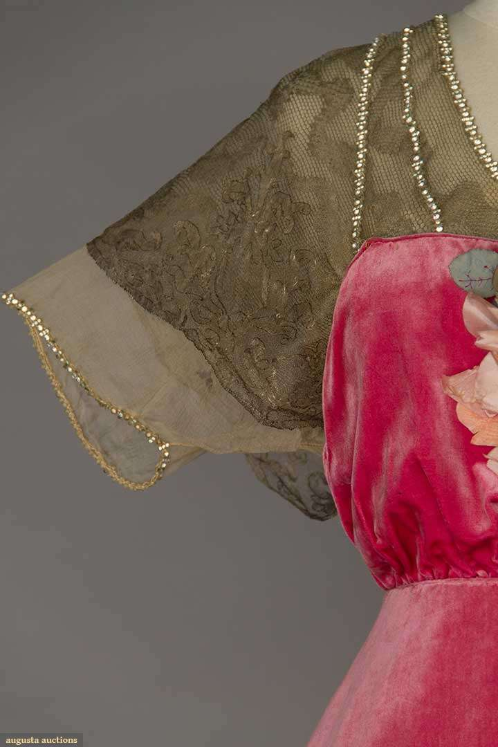 Gown in silk velvet by Robert, Paris, 1910-1914, sold by Augusta Auctions April 20, 2016