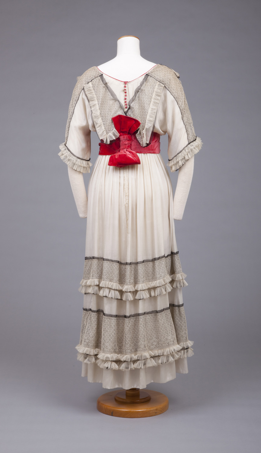 White Crepe De Chine Afternoon Dress With Rose Velvet Waist Girdle, 1910-1915, Goldstein Museum of Design, 1977.031.004
