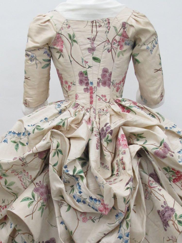 Robe à la Polonaise, ca. 1780, French, silk, Metropolitan Museum of Art, 1976.146a, b