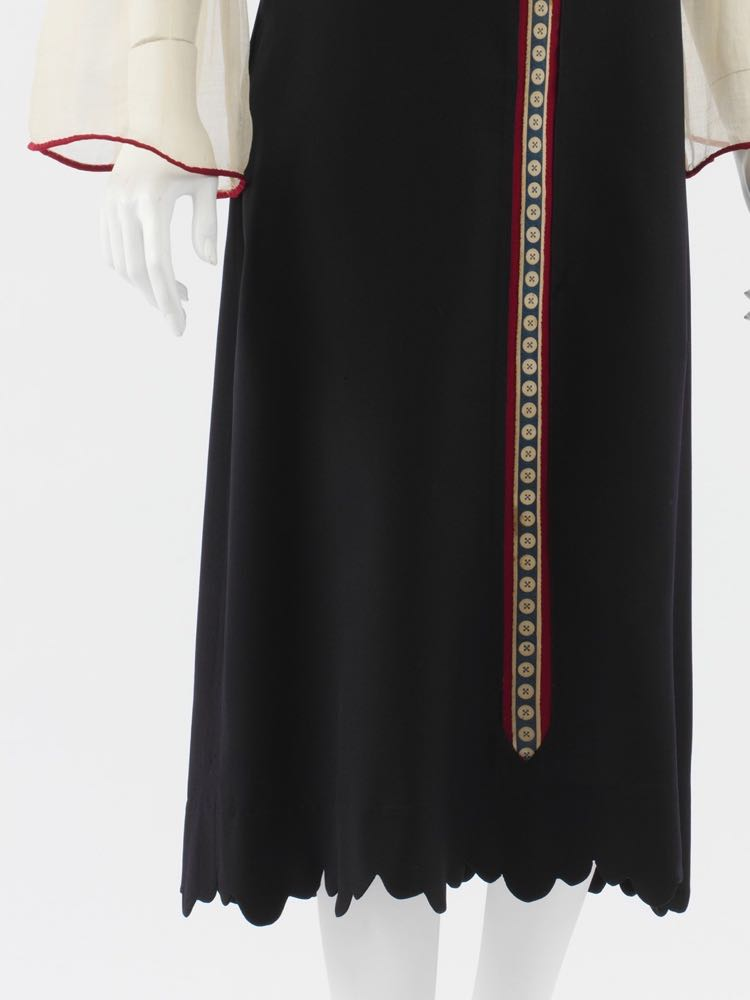 Dress Paul Poiret (French, Paris 1879–1944 Paris) Date- 1925, wool, silk, Metropolitan Museum of Art, C.I.50.117