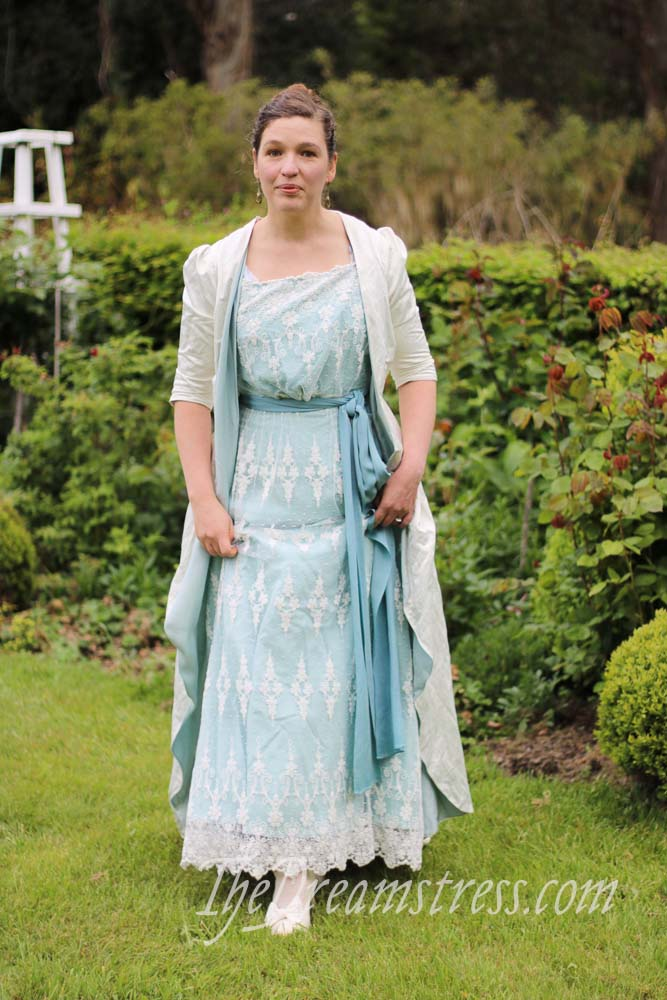 The 1899 Tea Gown thedreamstress.com