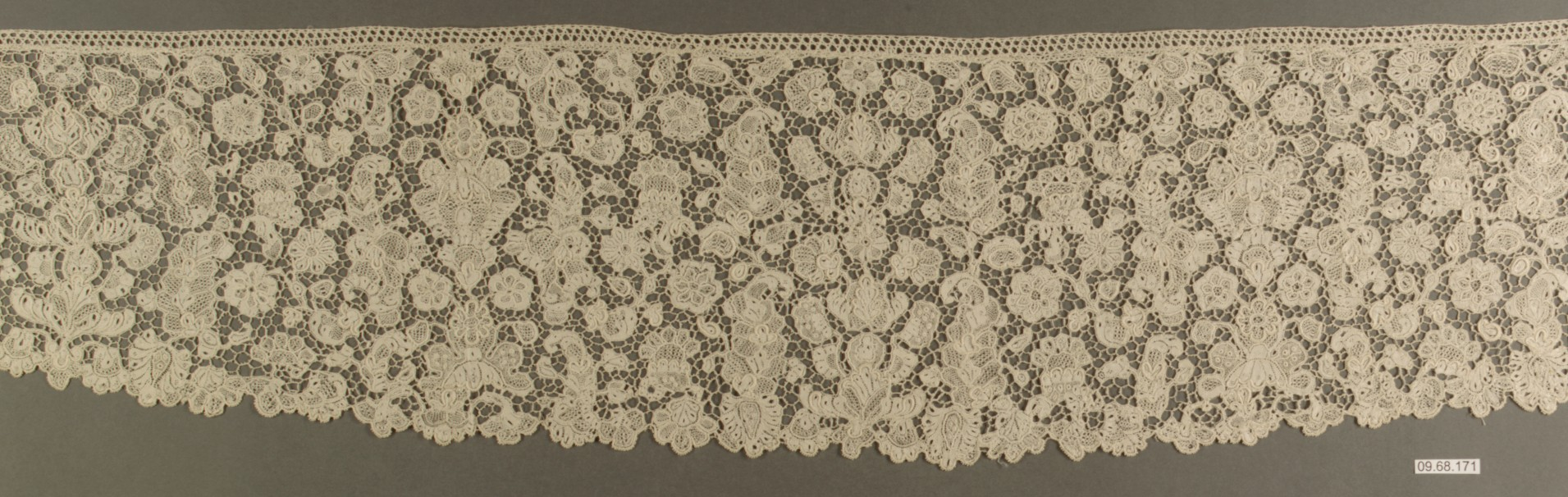Sleeve trimming (Engageantes), 18th century, Italian, Venice, Needle lace, L. 35 x W. 5 1:2 inches (88.9 x 14.0 cm), Metropolitan Museum of Art, 09.68.171