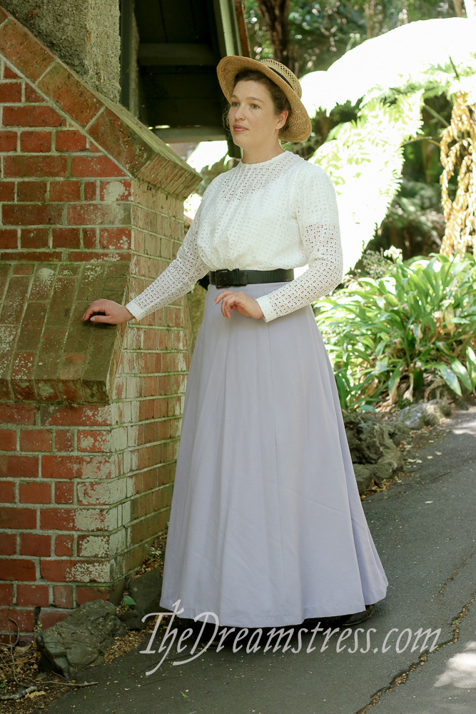 The Scroop Fantail Skirt thedreamstress.com
