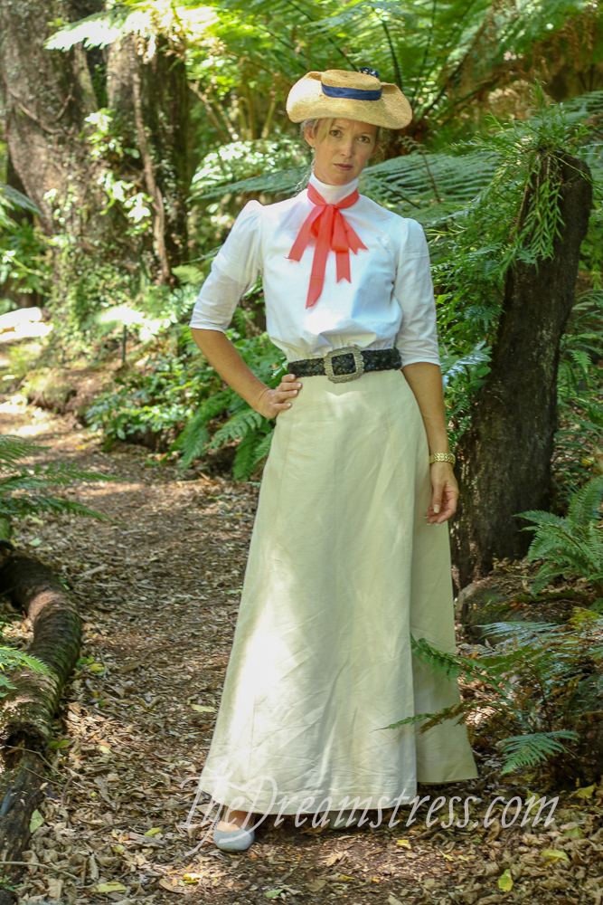 The Scroop Fantail Skirt by Linen & Linings thedreamstress.com