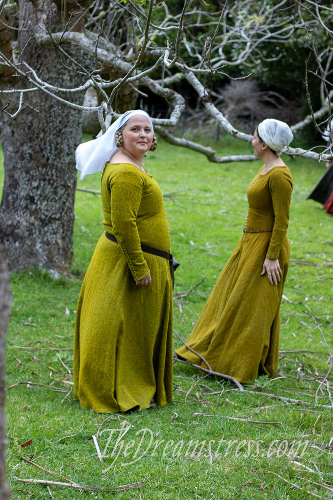 The NZSEHR 2019 in 1360s Medieval gowns thedreamstress.com