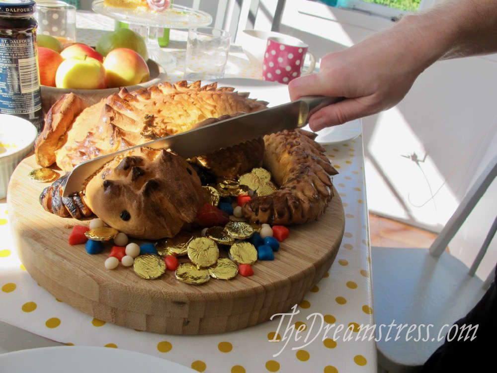 Dragon bread thedreamstress.com