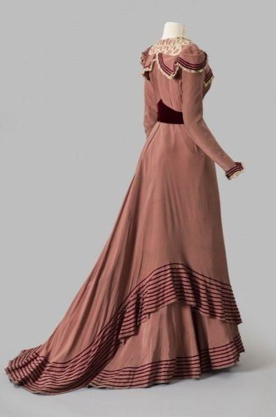 Dress, 1898-99 Silk crepe, silk taffeta with velvet ribbon and lace trim, Albany Institute of History and Art 1980.2.2ab