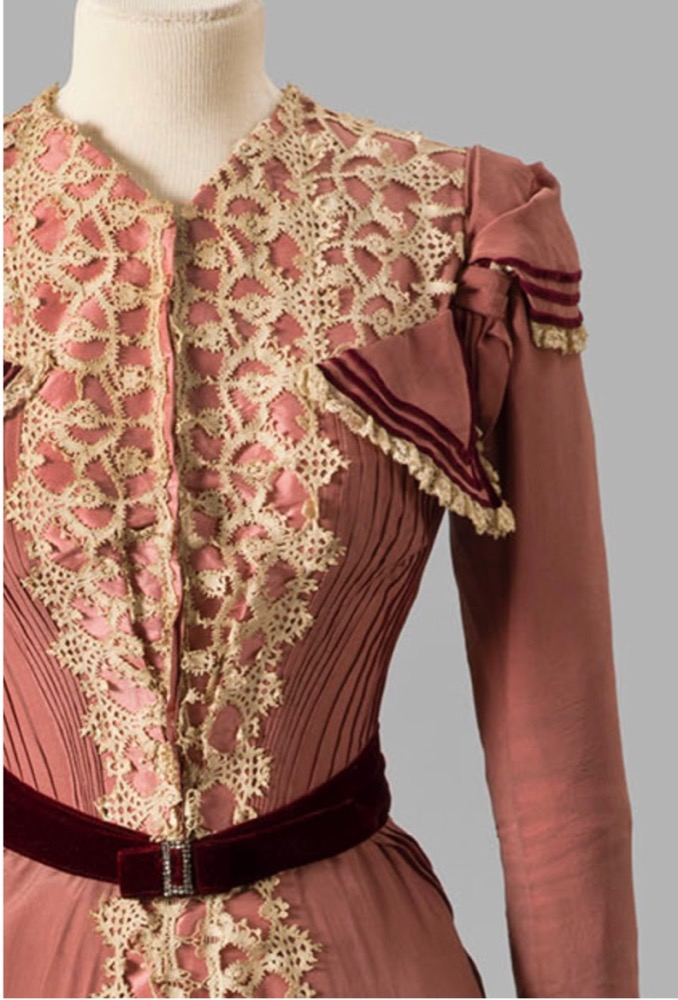 Dress, 1898-99 Silk crepe, silk taffeta with velvet ribbon and lace trim Albany Institute of History and Art 1980.2.2ab