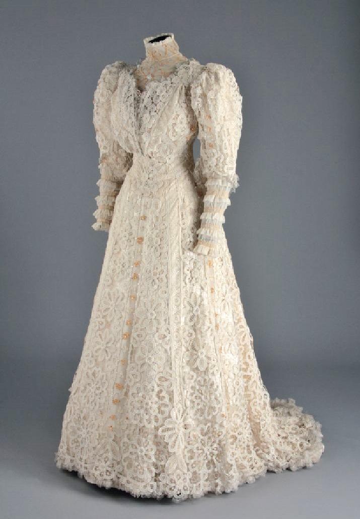 Wedding dress, 1907, McCord Museum