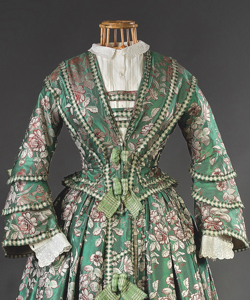 Two-piece dress, c. 1850,Prague. Silk with a woven pattern, silk ribbons, linen. Purchased from the Hainz family in 1970, Museum of Decorative Arts in Prague Uměleckoprůmyslové museum v Praze