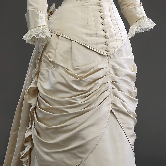 Wedding dress, Silk faille, silk satin, cotton lace (machine), silk and cotton lining, ca. 1880, Musée McCord