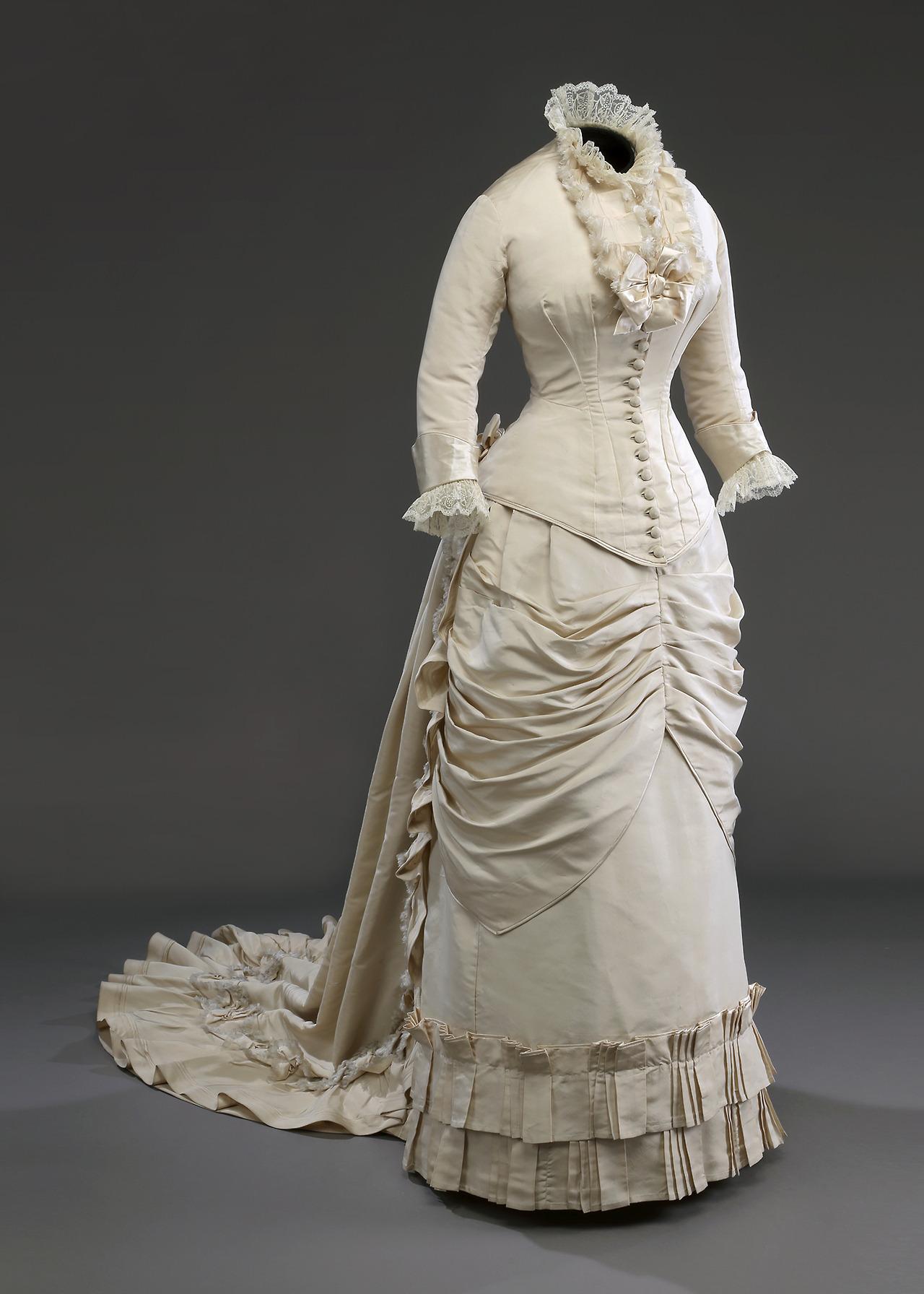 Wedding dress, ca. 1880, Musée McCord