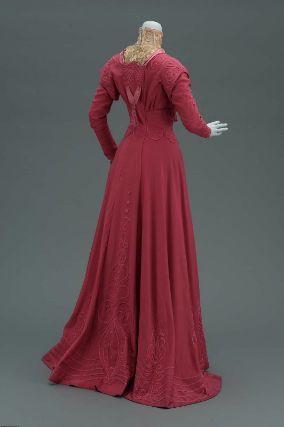 Day Ensemble, American about 1906, Boston, USA, Wool twill (broadcloth), silk twill, soutache braid, silk tassles, and boning, Gift of Miss Mary Perdew, MFA Boston 53.167a-b