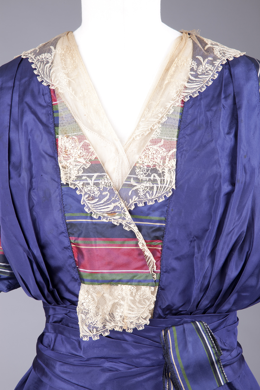 Dress, 1915-18 (more likely 1913-14), silk taffeta, Goldstein Museum of Design, CX-00219