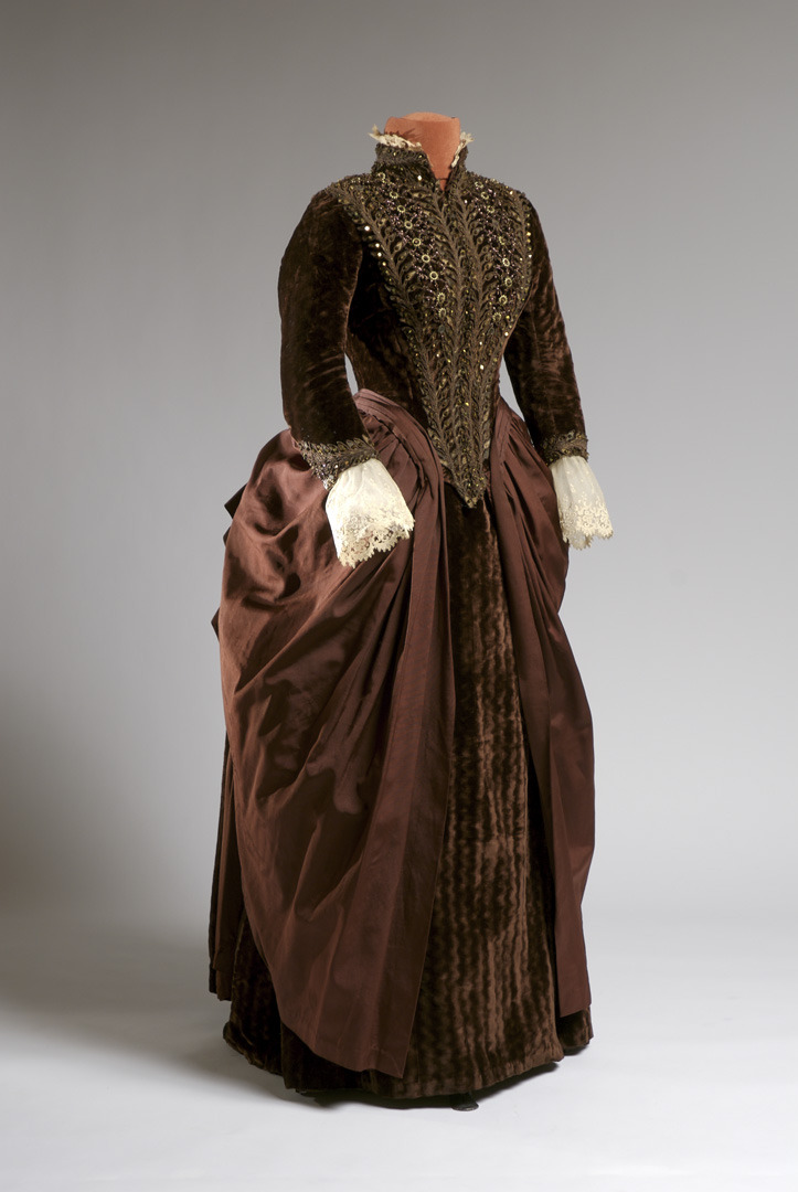 Carriage dress, 1885 The Agnes Etherington Art Centre at Queen's University