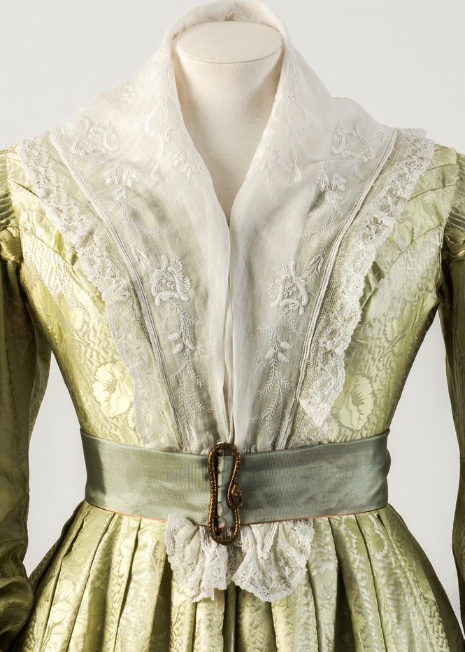 Dress with gigot sleeves, jacquard woven silk, ca. 1835 Fashion Museum Bath