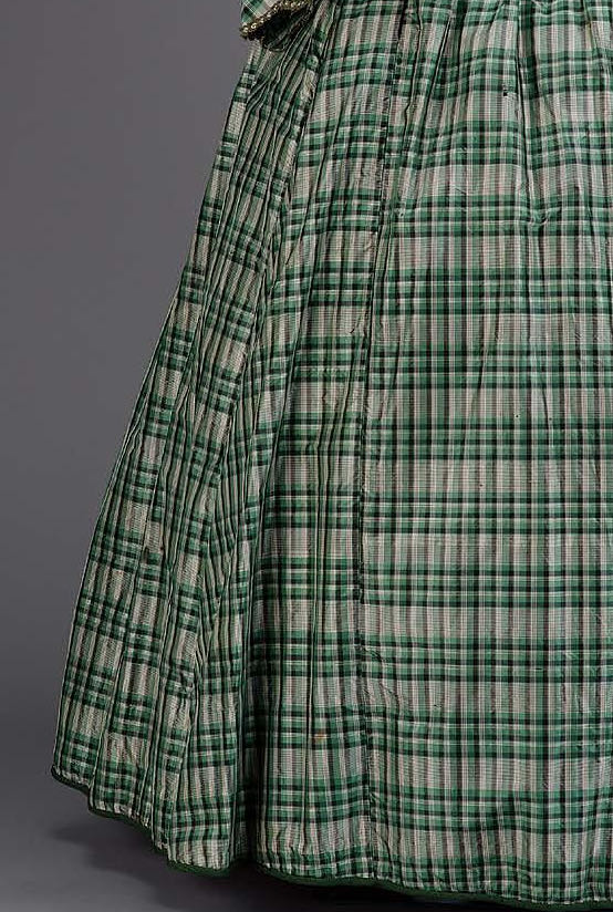 Dress, American, mid-19th century, Silk taffeta, cotton twill lining, plush velvet buttons, silk ribbon trim, whalebone, Gift of Miss Eleanor E. Barry, MFA Boston, 53.2222a-b