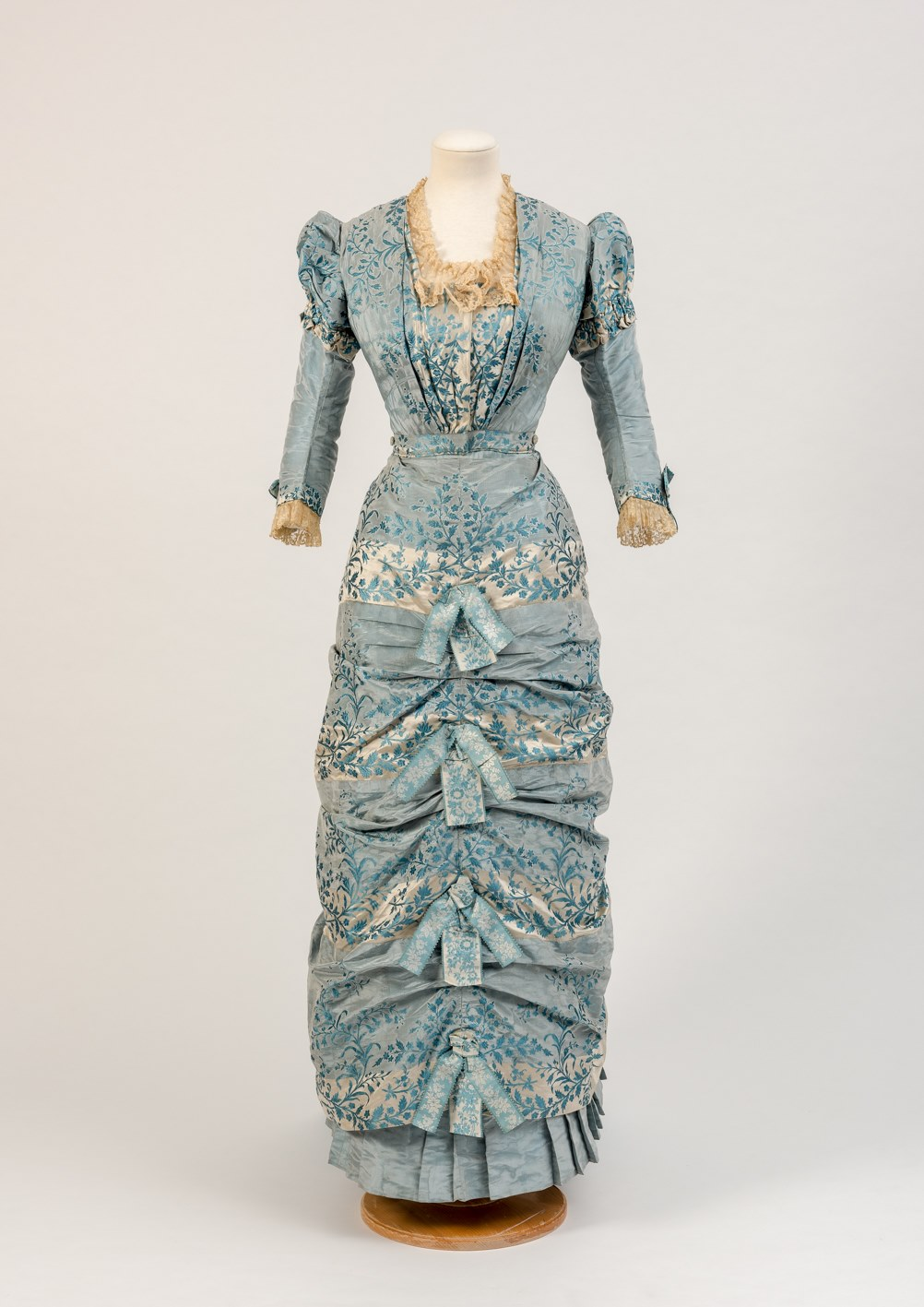 Dress in two parts, 1880s, Fashion Museum Bath