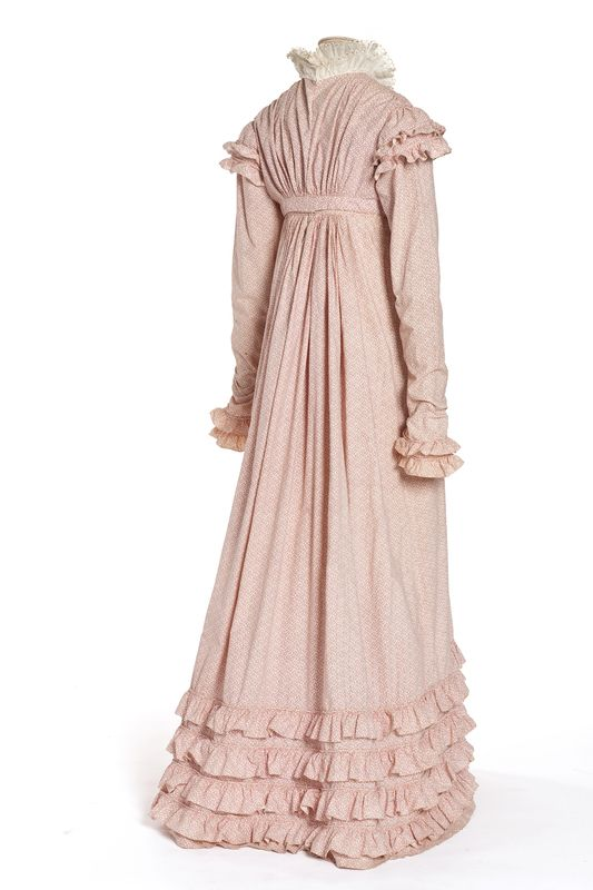 Dress, France, 1818-1820, Roll printed cotton muslin, Coll. UFAC, 1949 Inv. 49-32-17.A.B ©Les Arts Decoratifs Paris
