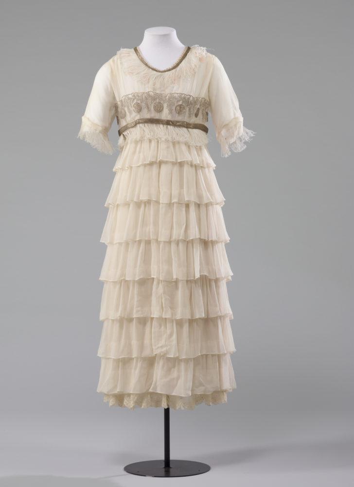 Wedding dress, Drapery Supply Association, 1920, Dunedin, Silk with feather and metallic thread trims and metal fastenings, Museum of New Zealand Te Papa Tongarewa, PC003279, Gift of Mrs Tui Preston, 1984